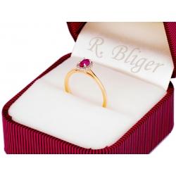 Pierścionek z żłótego złota zdobiony rubinem i cyrkoniami: GGR057